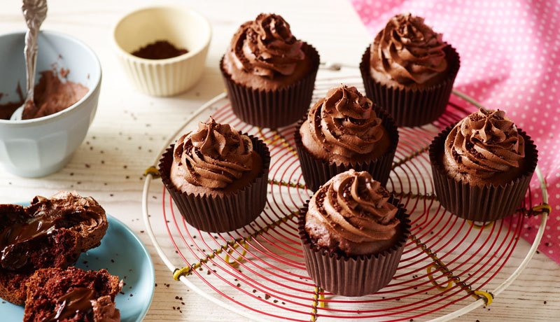 Easy Chocolate Cupcakes with Icing
